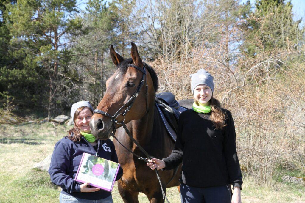Ridskolehästen Gun provar Nutrolin Horse Joint Duo